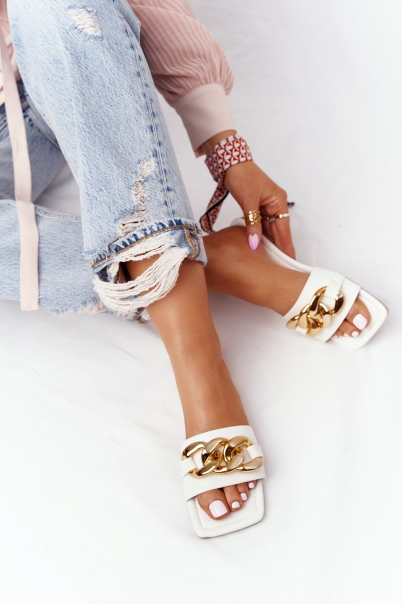Leather Slippers With A Chain White French Kiss