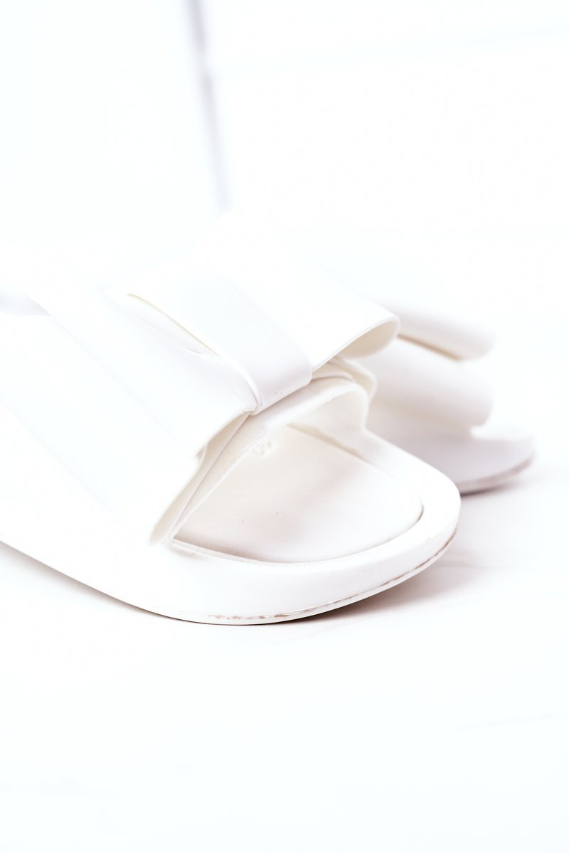 Rubber Slippers With A Bow White April