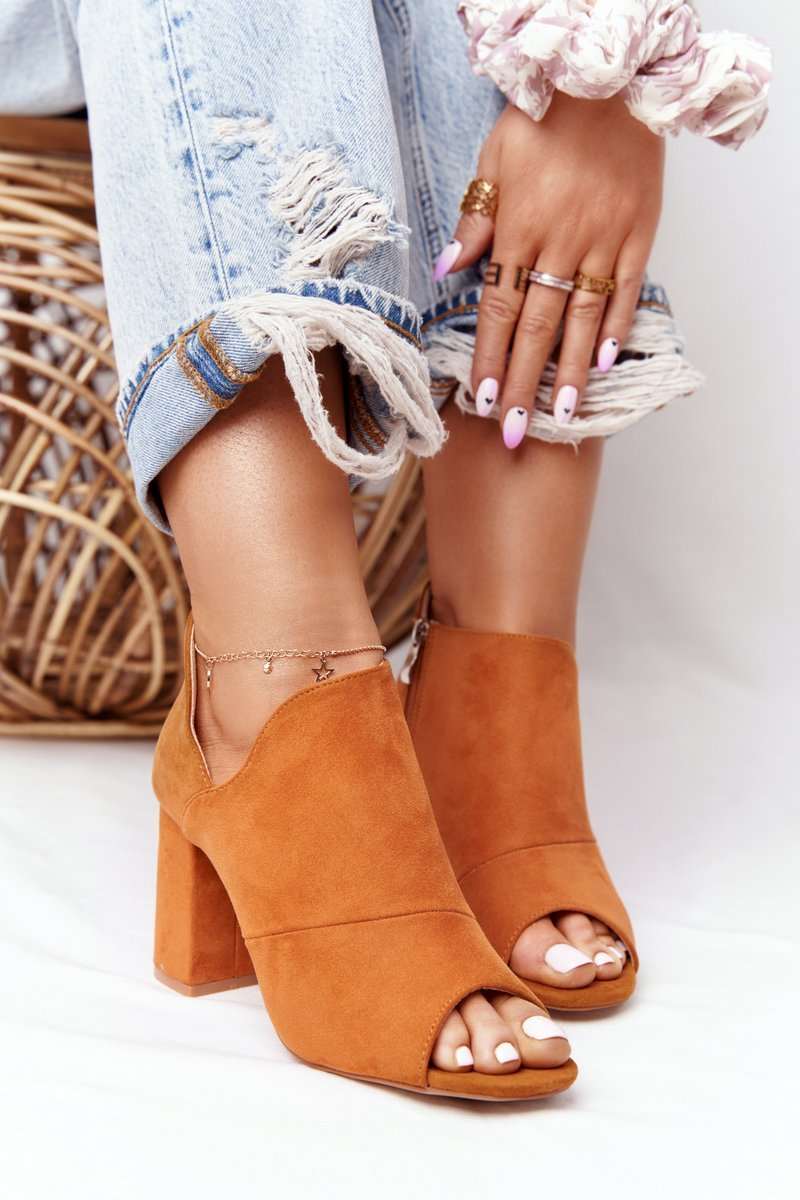 Spring Suede Boots On A Block Heel Vinceza 21-17095 Camel